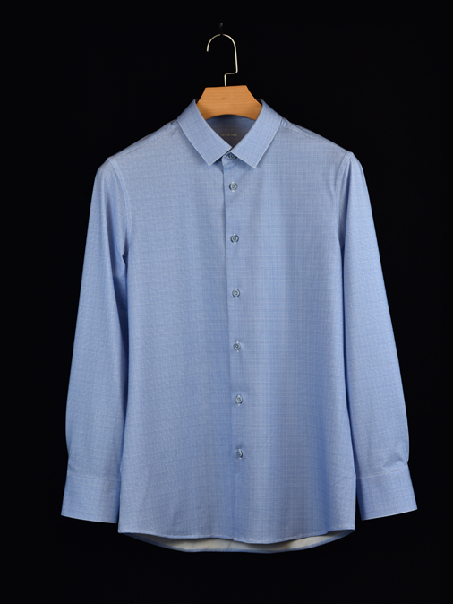 蓝色格子衬衫