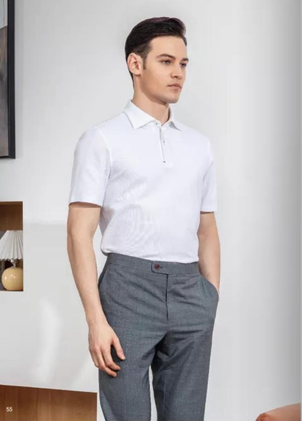浅灰色西裤