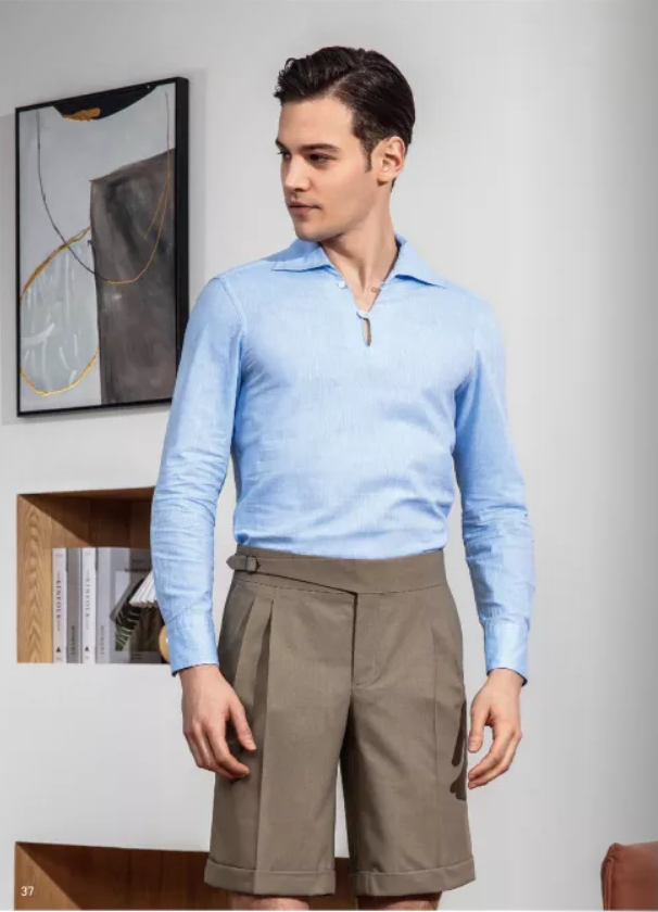 浅蓝色休闲衬衫