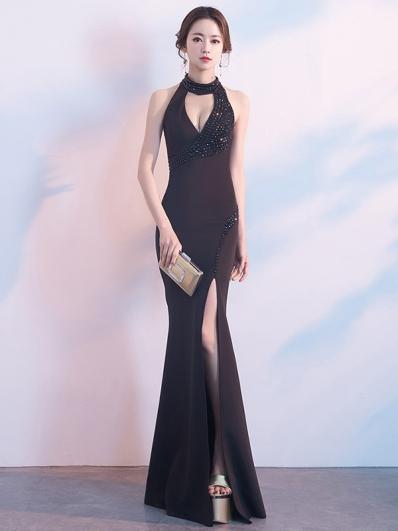黑色挂脖礼服裙