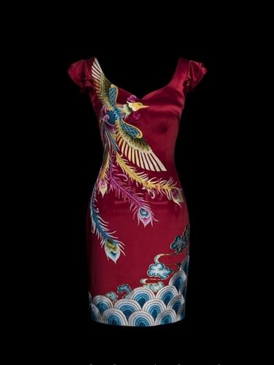 大领红色刺绣旗袍