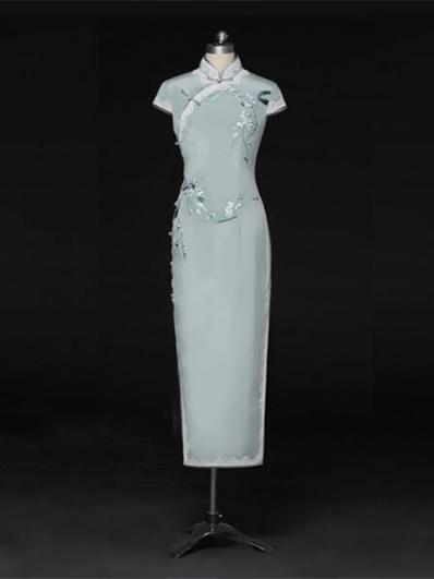 淡青色刺绣旗袍