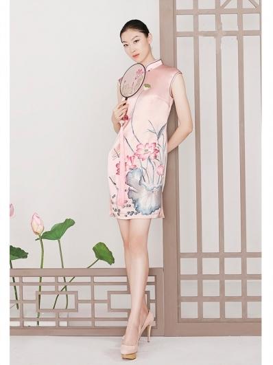 粉色荷花刺绣旗袍