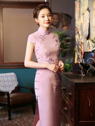 粉色梅花刺绣旗袍