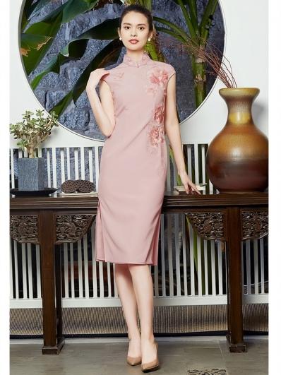 粉色牡丹刺绣旗袍