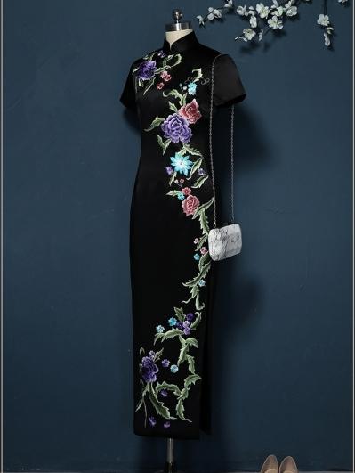 黑色刺绣旗袍