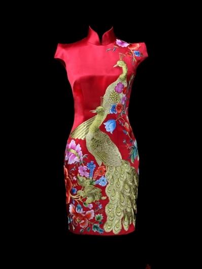 红色刺绣旗袍