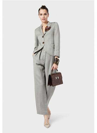 灰色高定女西服