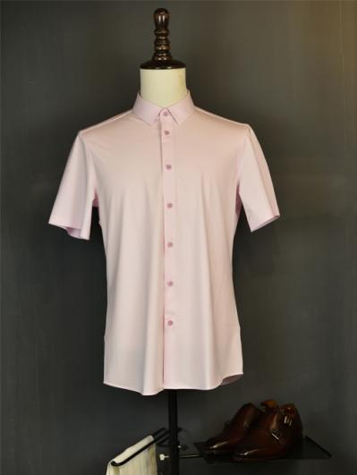 浅粉色弹力衬衫